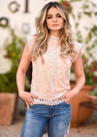 Thassia Naves veste Lul Blusa Renda Nude - Look do dia - lookdodia.com