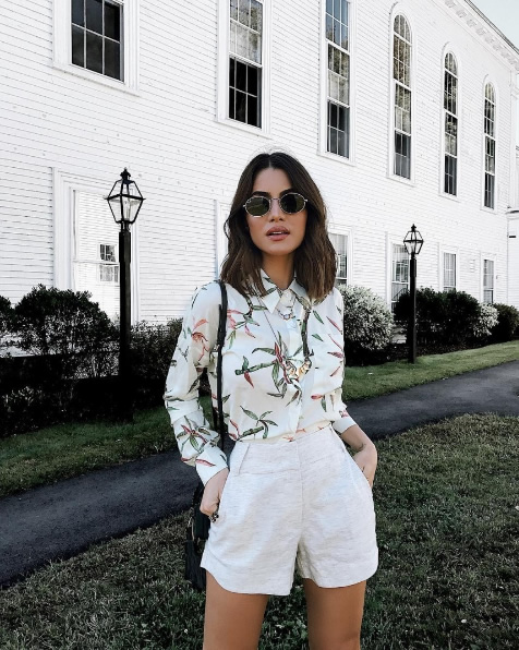 Camila Coelho veste Camisa Est Viena Canal Concept - Look do dia - lookdodia.com