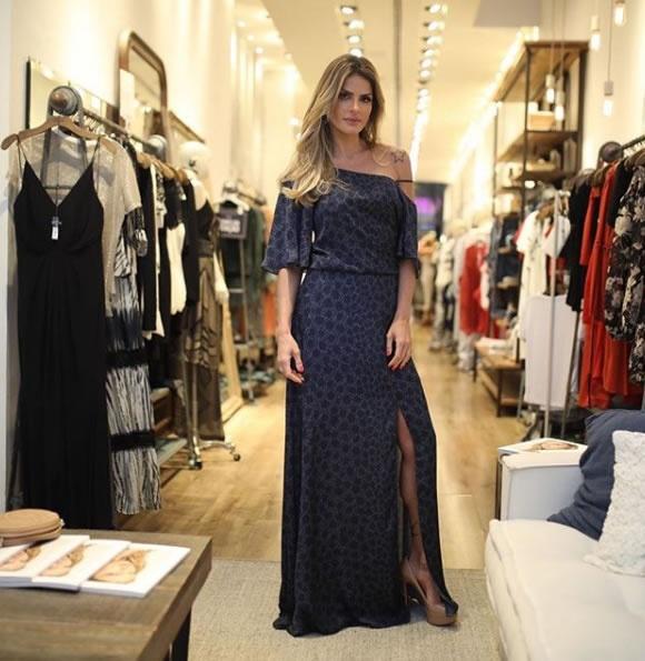 Carol Magalhaes veste Canal Concept Vestido Est Tokyo - Look do dia - lookdodia.com