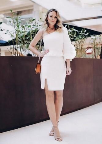 Lorena Campello veste Iorane Vestido Leque Offwhite - Look do dia - lookdodia.com