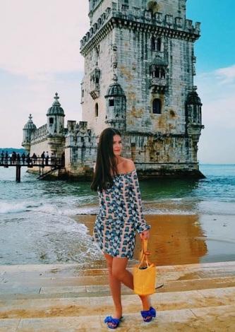 Beatriz Barhouch veste Bobstore Vestido Seda Santorini - Look do dia - lookdodia.com