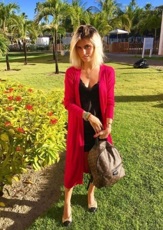 Anna Stevanato veste Tigoficial Casaco Pink - Look do dia - lookdodia.com