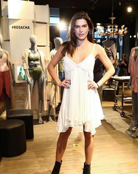 Mariana Goldfarb veste Rosacha Vestido Cara Seda - Look do dia - lookdodia.com