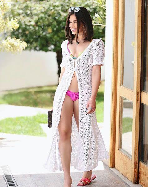 Flavia Pavanelli veste Doce de Coco Saida de Praia Belly - Look do dia - lookdodia.com