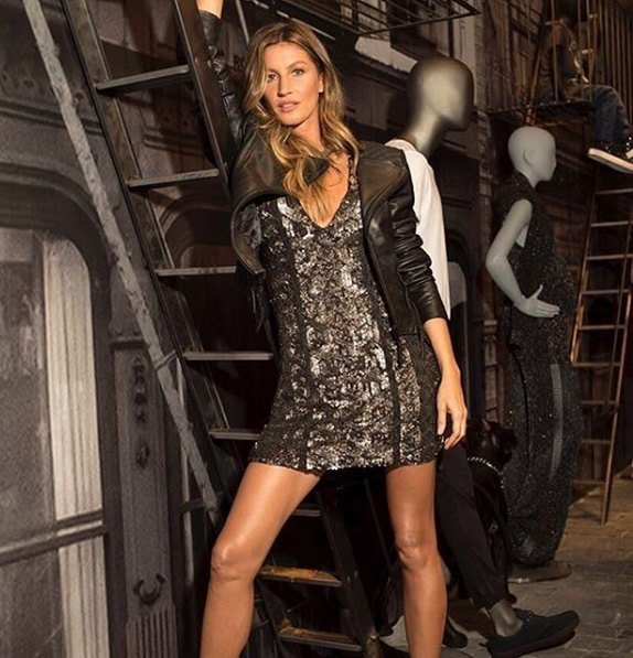 Gisele Bundchen veste Rosacha Vestido Tranca - Look do dia - lookdodia.com