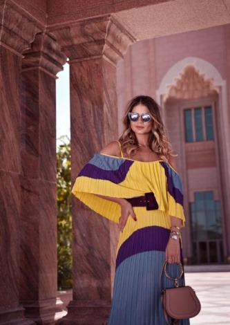 Thassia Naves veste Skazi Vestido Tricot Plissado - Look do dia - lookdodia.com