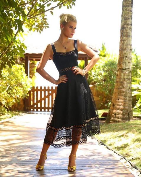 Anna Stevanato veste Tigstore Vestido Lady Ibiza Preto - Look do dia - lookdodia.com