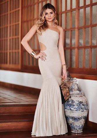 Thassia Naves veste Galeria Trico Vestido Lurex Dourado - Look do dia - lookdodia.com