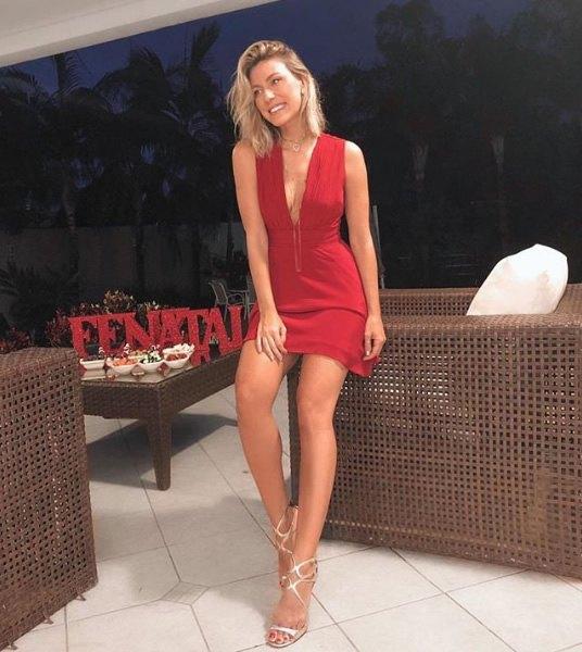Nati Vozza veste ByNV Vestido Samanta Vermelho - Look do dia - lookdodia.com