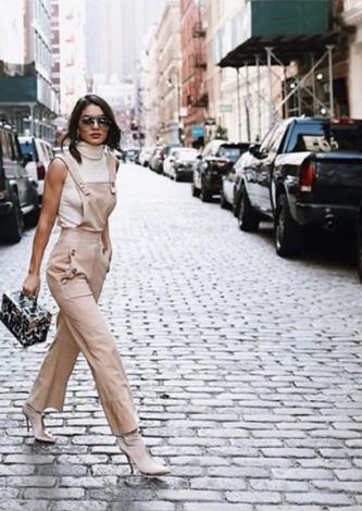 Camila Coelho veste Style Market Macacao Bege Cruize - Look do dia - lookdodia.com