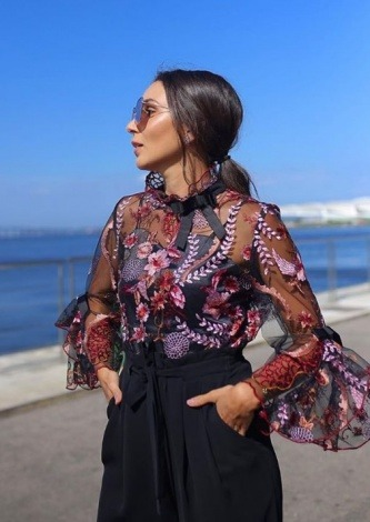 Lala Noleto veste Ton Age Blusa de Renda - Look do dia - lookdodia.com