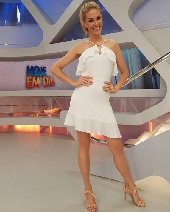 Ana Hickmann veste Letage Vestido Babados Michele - Look do dia - lookdodia.com