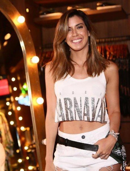 Camila Coutinho veste John John Shorts Gabarone Jeans - Look do dia - lookdodia.com