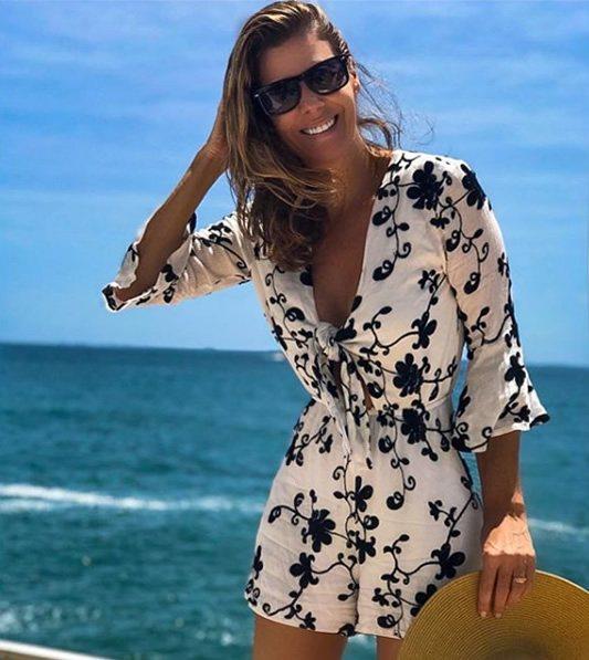 Fabiana Scaranzi veste Colcci Macaquinho Bordado PB - Look do dia - lookdodia.com