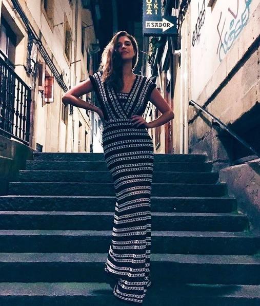 Manuela Bordasch veste Ton Age Vestido Stripes P&B - Look do dia - lookdodia.com