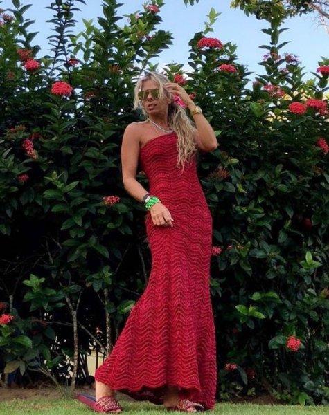 Adriane Galisteu veste Galeria Tricot Vestido Longo Vermelho - Lookdodia - lookdodia.com