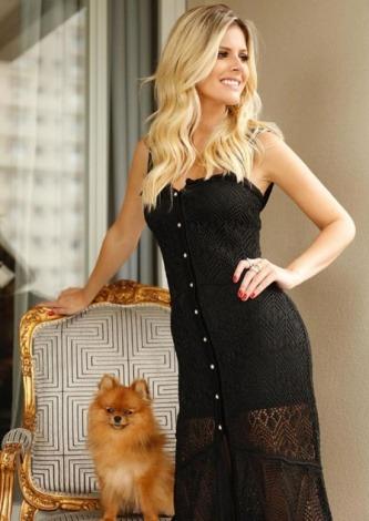 Lala Rudge veste Galeria Tricot Vestido Longo Preto - Look do dia - lookdodia.com