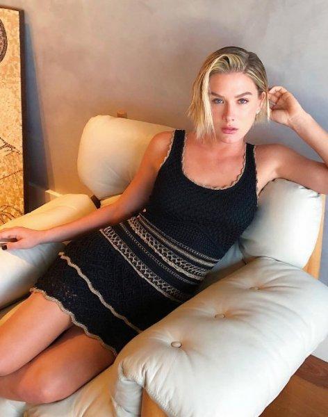 Fiorella Mattheis veste Galeria Tricot Vestido Tricot Preto - Look do dia - lookdodia.com