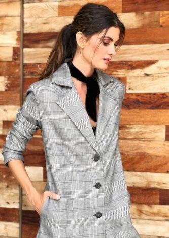 Isabella Fiorentino veste Loft747 Casaco Lola Cinza - Look do dia - lookdodia.com