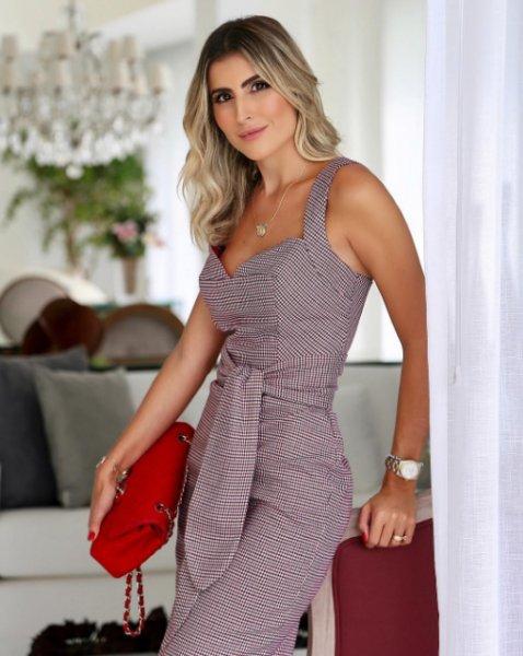 Dandynha Barbosa veste Amissima Vestido Midi Xadrez - Look do dia - lookdodia.com