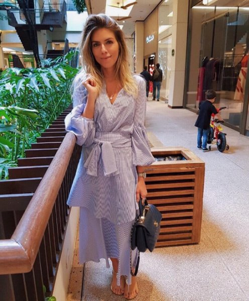 Samara Checon veste Lado Basic Camisa Listrada Azul - Look do dia - lookdodia.com