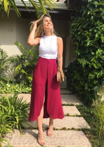 566-Bruna Cardoso veste ByNV - Shorts Saia Vinho - Lookdodia - lookdodia.com