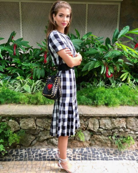 Maria Frering veste Iorane - Vestido Midi Xadrez P&B - Lookdodia - lookdodia.com