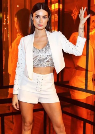 Shorts John John Lace Up Off White — Look do dia Thaila Ayala