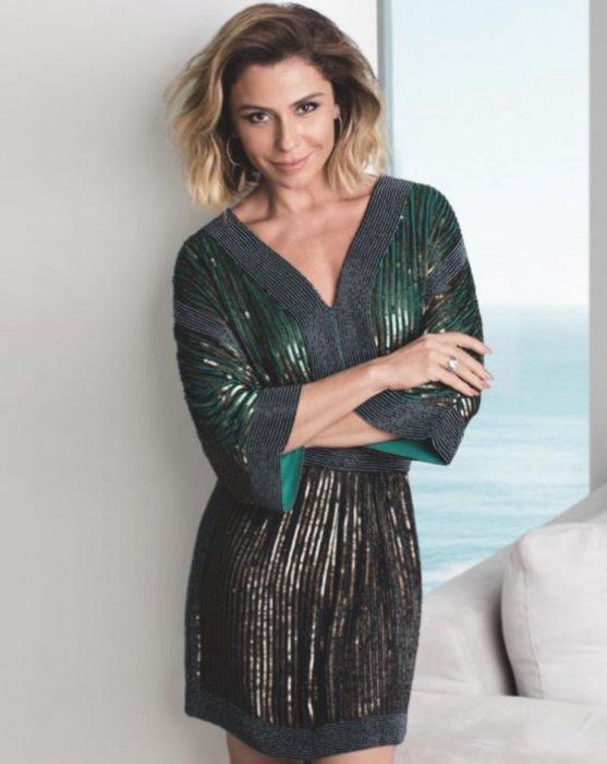 Vestido curto faixa bordada Stripe — Look do dia Giovanna Antonelli