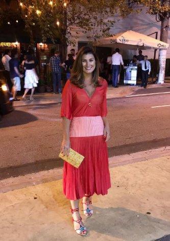 Vestido Gina Plissado Bicolor — Look do dia Fernanda Lima Picanço