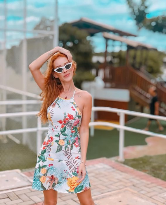 Vestido de Estampa Floral de Alça